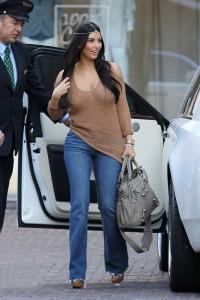 Kim Kardashian tudja mi a legújabb trend, hiszen ő találja ki (fotó: Levi's)