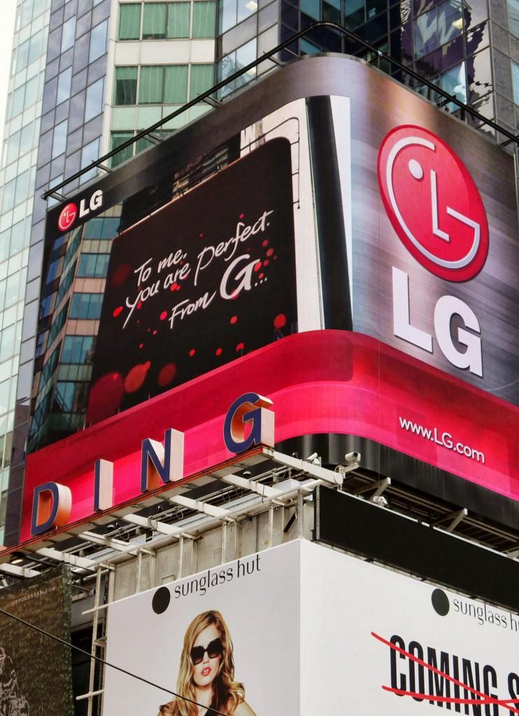 LG NY Times Square 02