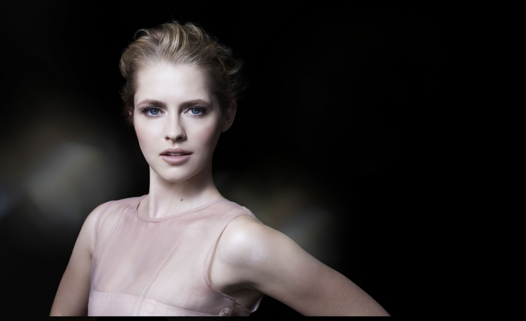 ARTISTRY YOUTH XTEND_Teresa Palmer_1_low res