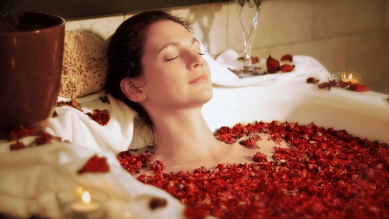 DIY-Spa-Wellness-Fresh-Flower-Bath-760x428