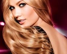 Idén is fényes haj a trendi!