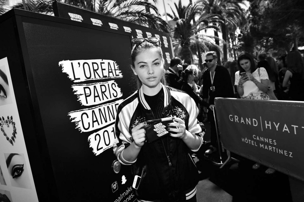 Thylane-Blondeau-with-fans-at-LOreal-Paris-Event-2016--02